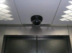 Lắp camera và máy đọc thẻ cho thang máy