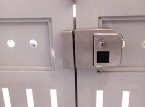 Lắp khóa cửa vân tay cho biệt thự